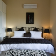 Image of Bay suite showing king size bed