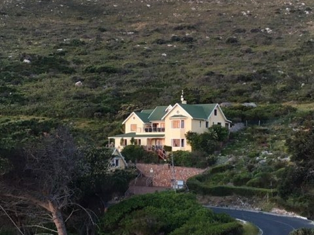Image showing Dunvegan lodge set up against the mountainside